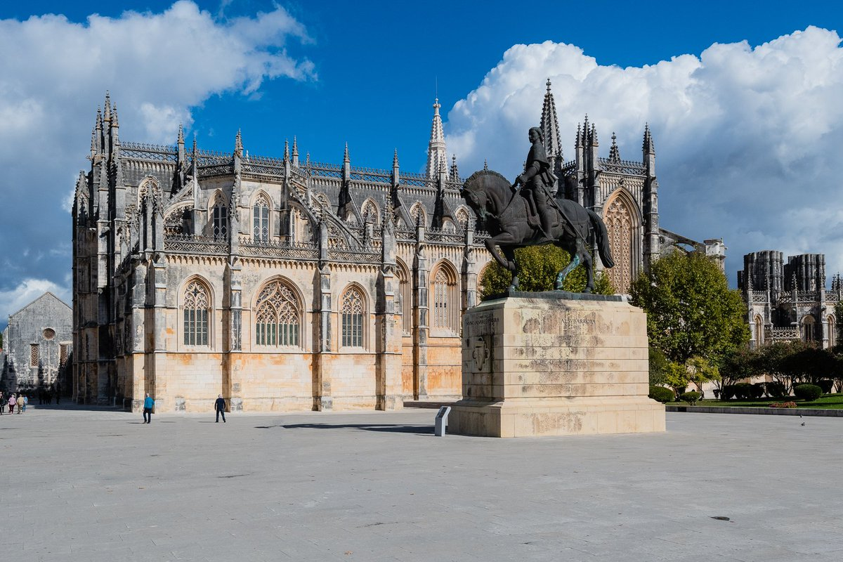 #MosteiraDaBatalha in #Leiria #Portugal Construction began in 1386 and continued for 200 years  #photooftheday #travelphotography #travel #travelphotos #tourism #travelgram #trover #picoftheday #instatravel #traveling #mytravelgram #travelingram #igtravel #traveler