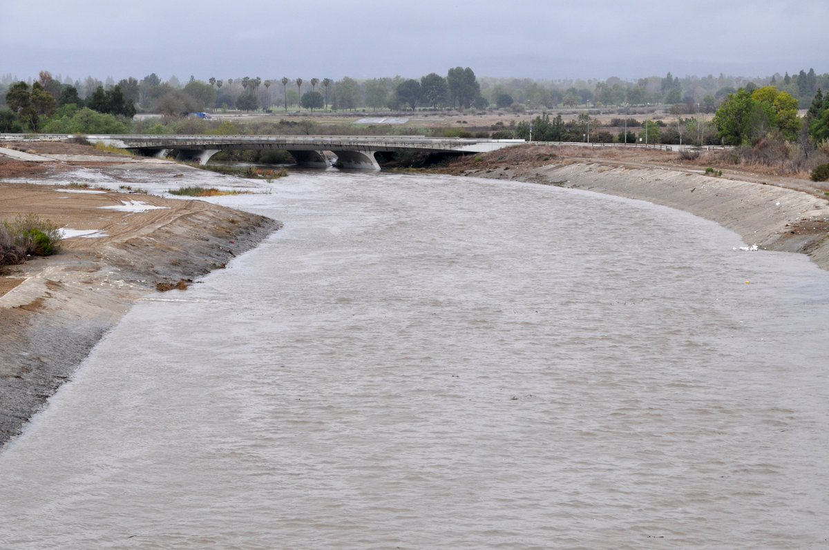 FLASH FLOOD WATCH: Peak rain rates of 0.50 to 1.00 inches per hour are possible across the Woolsey and South burn areas, with the highest rates expected in the Santa Monica Mountains. #CAwx #LARain Learn more about Sepulveda Dam operations @  http:// go.usa.gov/xEU4x  &nbsp;  .<br>http://pic.twitter.com/FouEMJ6NQM