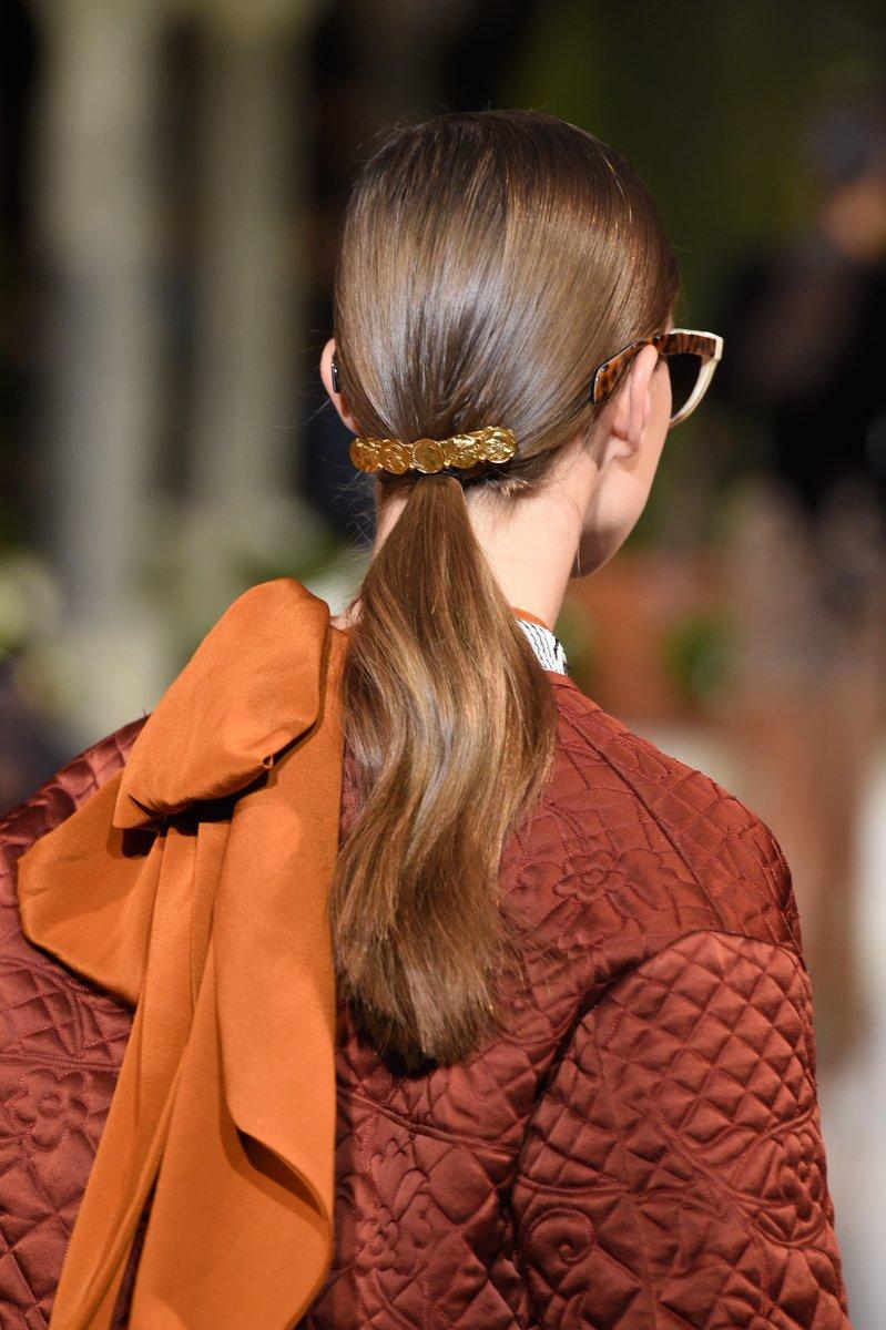 Après le chouchou et la barrette, quels seront les accessoires cheveux qui seront sur toutes les têtes en 2019 ?  https://t.co/hTqyDL81Hs