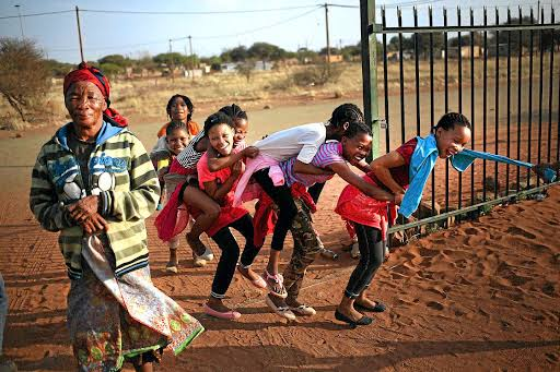 Historically, San men hunted, while women gathered. Children trailed along, helping where they could as they assimilated the experience of adults. Very few San in South Africa still practice a hunter-gatherer lifestyle.