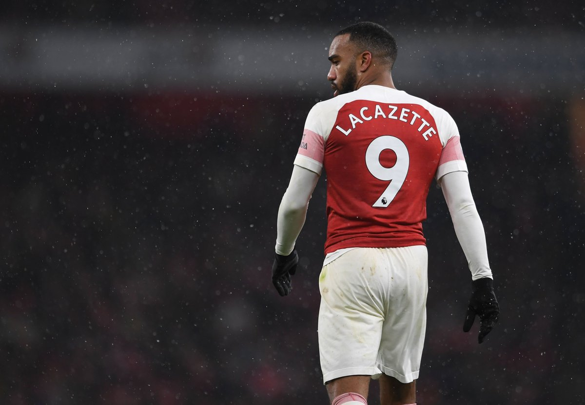 📕 This just got worse - Laca's been sent off in the closing stages...  @FCBate 1-0 Arsenal (85) #UEL