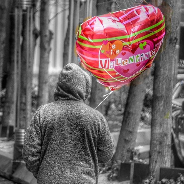 It's big-ass pink balloon time again - - Happy Valentines Day! 🎈 ❤️ 🎈 #love #valentines #valentines_day #balloons #igers_philly #howphillyseesphilly #igers_philly_street #philadelphia #philly #phillygram #phillymasters #phillyunknown #people #peopled… http://bit.ly/2EbBU0B