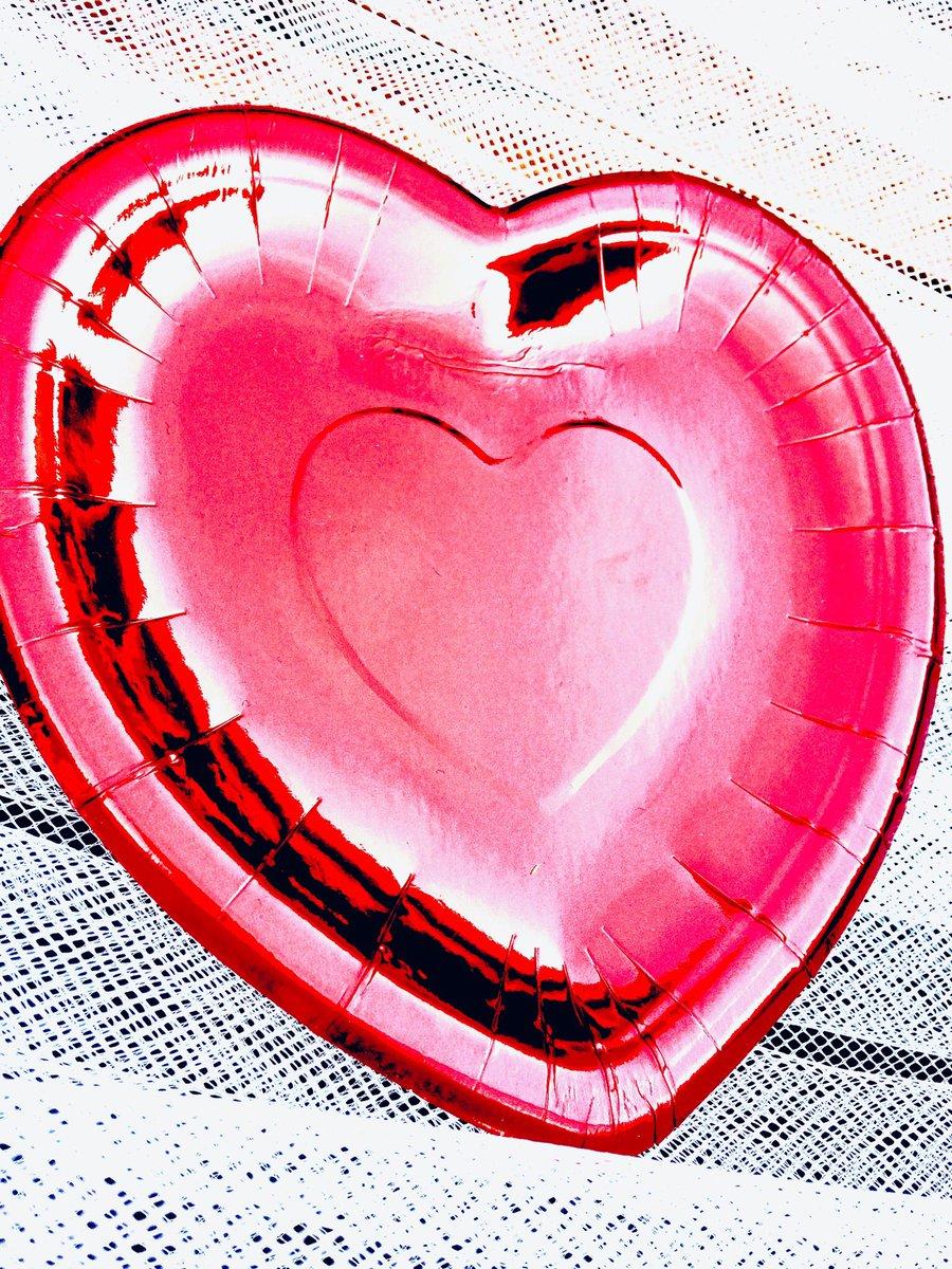 Er hart zoveel voorbij  bijna niet bij te harten Ik heb er iets op gehart Maar dan moet je wel even  tussen de harten  door kunnen harten  Dat harten jullie toch wel?🥰  #valentijnsdag2019   #ladynonsenstweet   #Dagdruppel💧