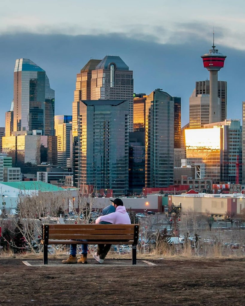 Happy #ValentinesDay, Calgary! 💕  📸https://t.co/haFxvGpSLS  #capturecalgary #explorealberta #explorecanada