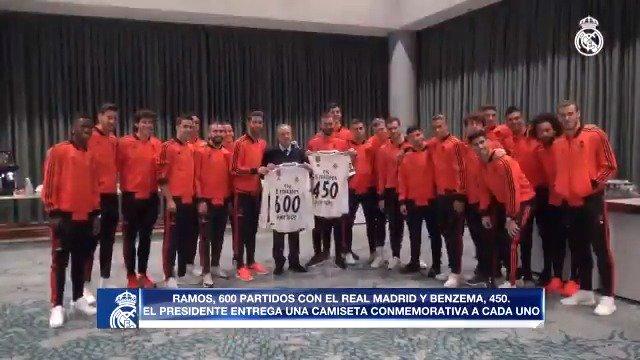 👕 Partidos jugados con el @RealMadrid: Ⓒ @SergioRamos: 600 💪 @Benzema: 450 ¡Déjales tu mensaje de felicitación! ✍ #HalaMadrid