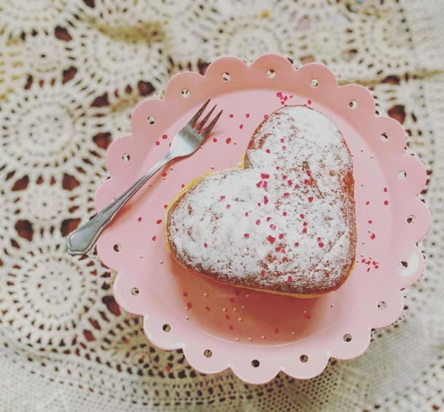 Liebe geht durch den Magen  Happy Valentine's Day  • • #045_love #picturethis365 #fms_love #fmspad #liebegehtdurchdenmagen #valentinesday #valentinesday2019 #valentinstag #berliner #herz #heart #hiyapapayaphotoaday #raw_flatlays #raw_mobile #love… http://bit.ly/2S3chTapic.twitter.com/gE3YOcDQpu