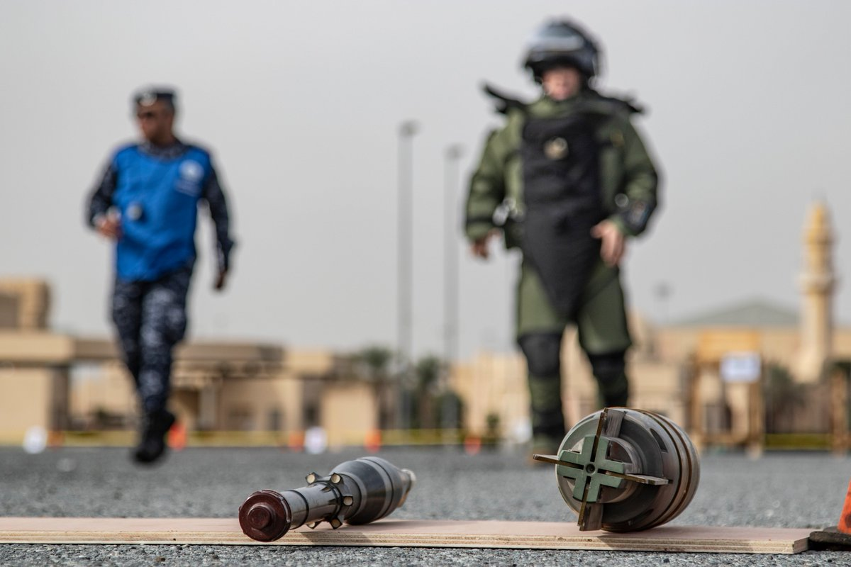 Whether it's training or they've found the real thing, military explosive ordnance disposal experts put their lives on the line to keep people safe. Take our #EOD quiz and see if you know how the job is done. ➡️ https://t.co/Sw0RIhBYHG  #KnowYourMil