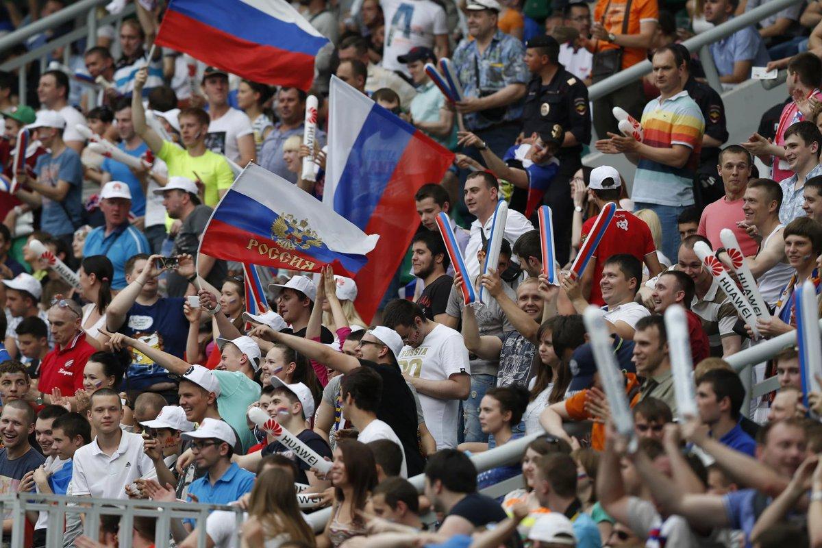 Картинки про российский флаг спустя полтора