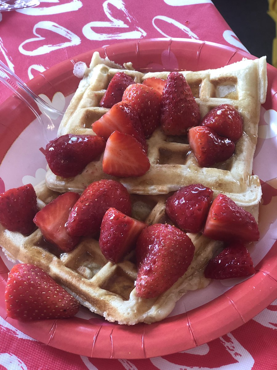 We LOVE our residents! #WafflesOfLove #ThePalisades #WeekofLove #HappyValentine'sDay https://t.co/L4Cmtvs5r8