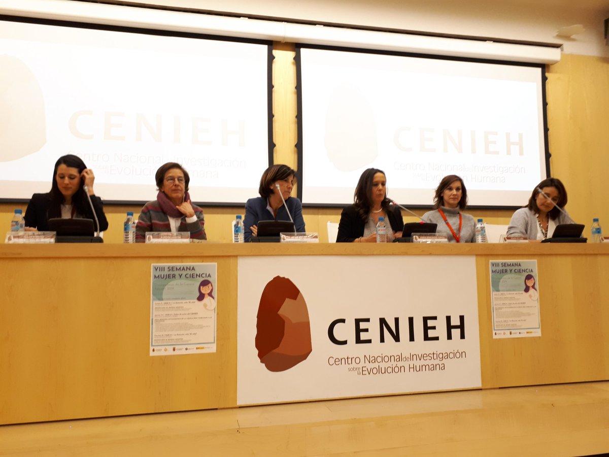 Comienza la mesa redonda de la #VIIISemanaMujeryCiencia en el @CENIEH con un panel de divulgadoras y científicas de gran nivel. #mujeryciencia