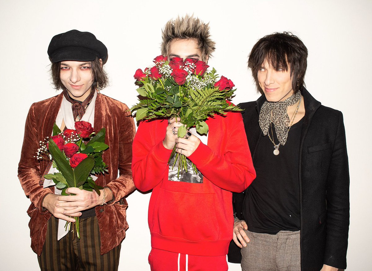 Happy Valentine's Day. You are all important regardless if you got flowers or not. 🌹 #palayeroyale