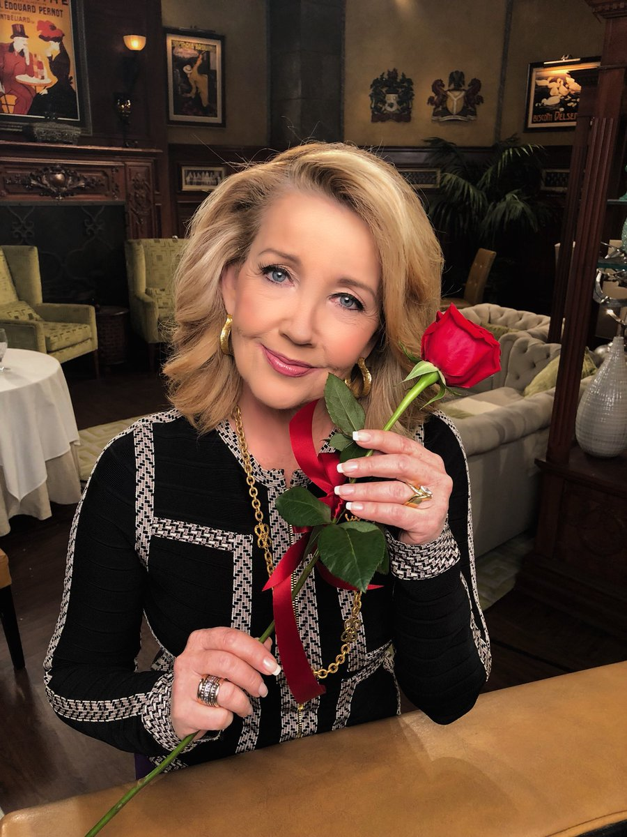 🌹 @MelodyThomasSco is wishing all of the fans a rosy Valentine's Day from the #YR set! 🌹