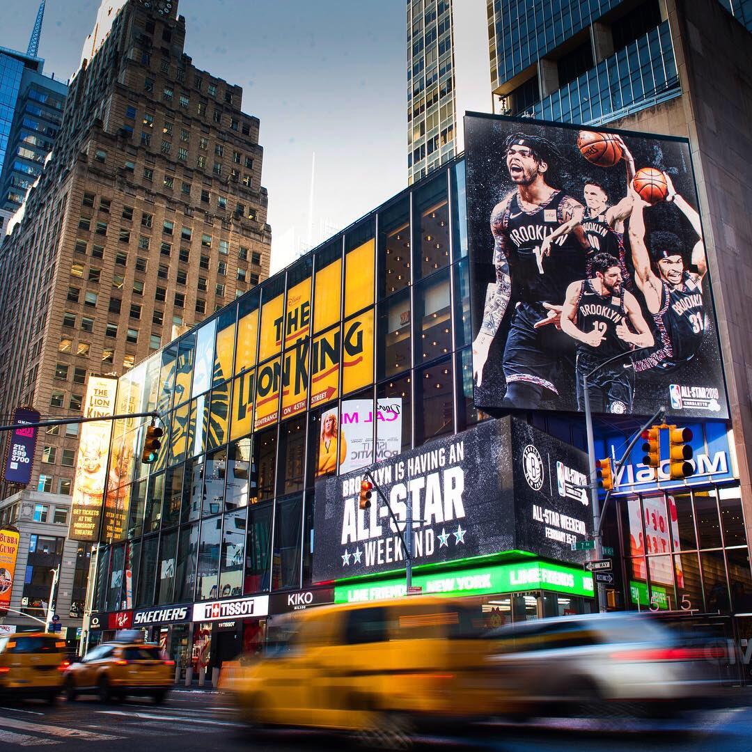 🌟𝗕𝗥𝗢𝗢𝗞𝗟𝗬𝗡 on 𝑩𝑹𝑶𝑨𝑫𝑾𝑨𝒀🌟  @Dloading @_bigjayy_ @RODIONS1 #JoeHarris   #NBAAllStar #BetOnBrooklyn – at Times Square