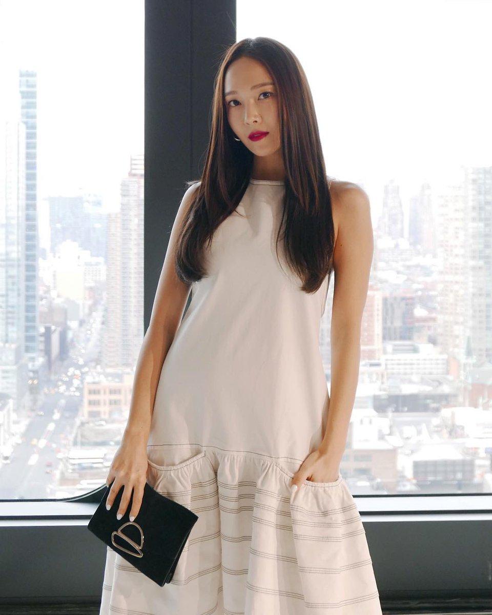 #제시카 #NYFW #ProenzaSchouler #Jessica #ellesingapore #tsingapore  https://www.instagram.com/p/BtyPgWLlzmp/  https://www.instagram.com/p/BtyPiAGBI8b/