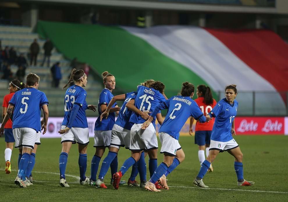 #Azzurre 🇮🇹 Doppio test per l'Italia: il 5 aprile in #Polonia 🇵🇱, il 9 a #ReggioEmilia con la Repubblica d'#Irlanda 🇮🇪  L'articolo 👉🏻 https://bit.ly/2DFjHXN  #Nazionale #VivoAzzurro #ForzaAzzurre @FIGCfemminile
