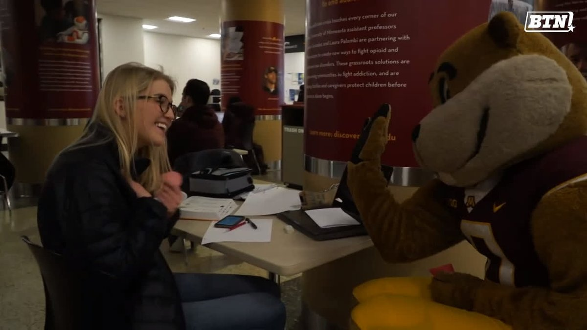 .@GoldytheGopher spreading love & valentines all across campus. 🥰♥️