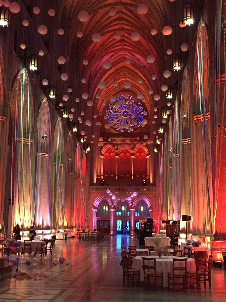 Second Chance Prom tonight for people who want another one at the Washington National Cathedral. <br>http://pic.twitter.com/w6ZjLYCnZs