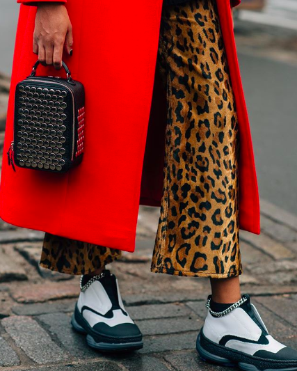 Spotted in the wild streets of New York: a studded Sonia Rykiel bag. Shop the fit and head to #TheWindow to explore all the bags we're eyeing on the streets of Fashion Month  https://t.co/lhXM3j9x3A