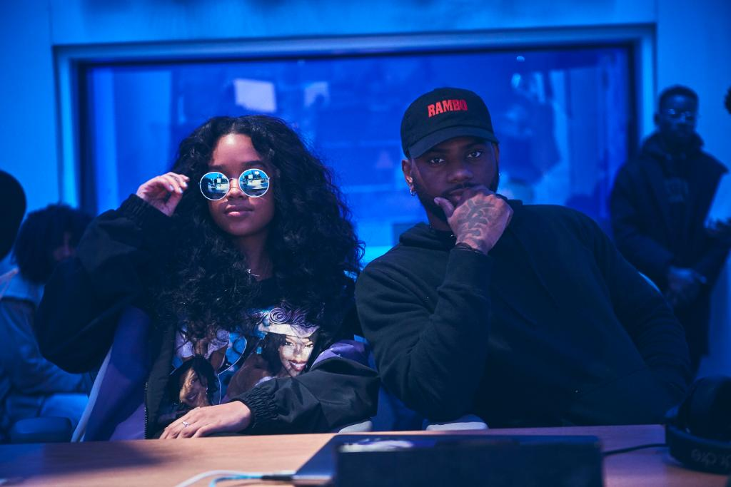 💞 @brysontiller x @HERMusicx 💗 A His & H.E.R. #Valentines. You need this playlist in your life.  Listen now free: https://t.co/8xTe4JQBOB Anytime:  https://t.co/Mrr6qLAcvW