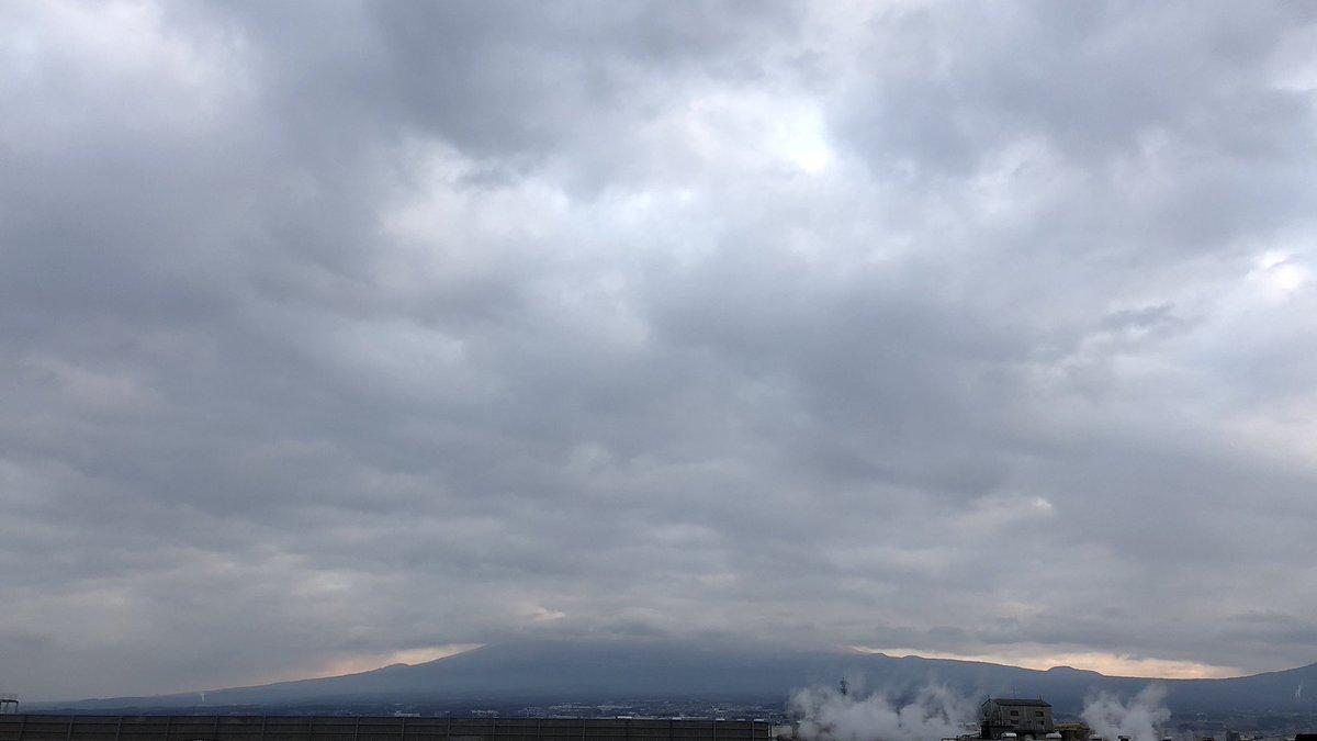 Good Morning Mt.Fuji. 15 Feb. 2018 Friday. #富士山 #mtfuji #世界遺産 #富士市 #フジモー<br>http://pic.twitter.com/bDA50UoTlk