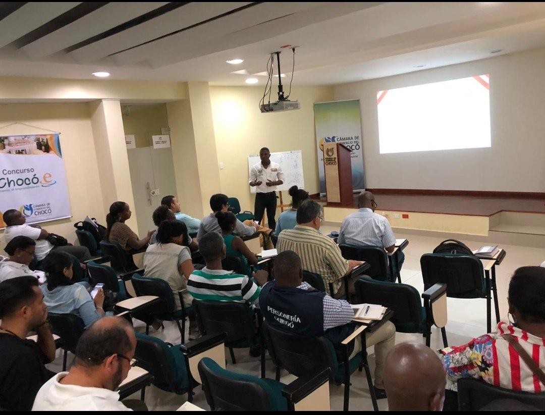 Con el objetivo de presentar la estructura del documento de política y una primera identificación de programas, así como continuar con el proceso de construcción participativa de la #política #pública de #DesarrolloEconómico  de Quibdó, se realizó taller en @CamaraChoco