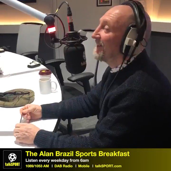 """👨🦲 Holloway: """"Ask me what it's like having no hair.""""  🤔 @MaxRushden: """"What's it like?""""  🥶 Holloway: """"Cold.""""  Ian Holloway discusses his baldness and @realDonaldTrump's hair 😂"""