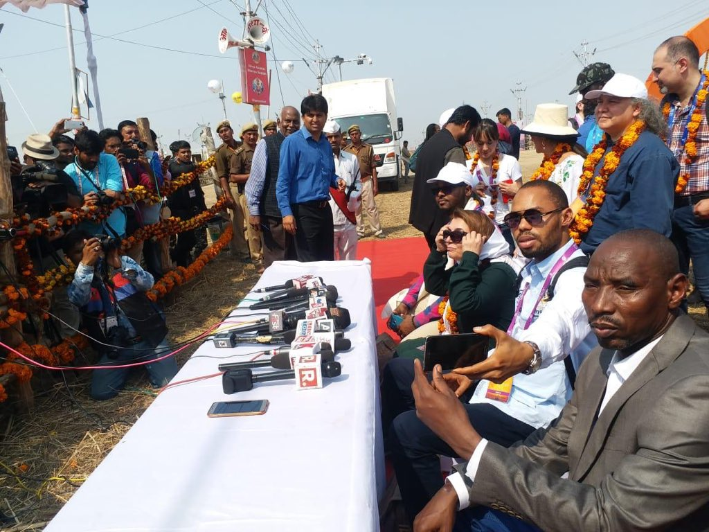 Media Professionals interacted with the Hon'ble Foreign Delegations at #Kumbh2019, Prayagraj   #DivyaKumbh #BhavyaKumbh #IncredibleIndia @ICCR_Delhi @PrayagrajKumbh @incredibleindia @CMOfficeUP @Info_Prayagraj