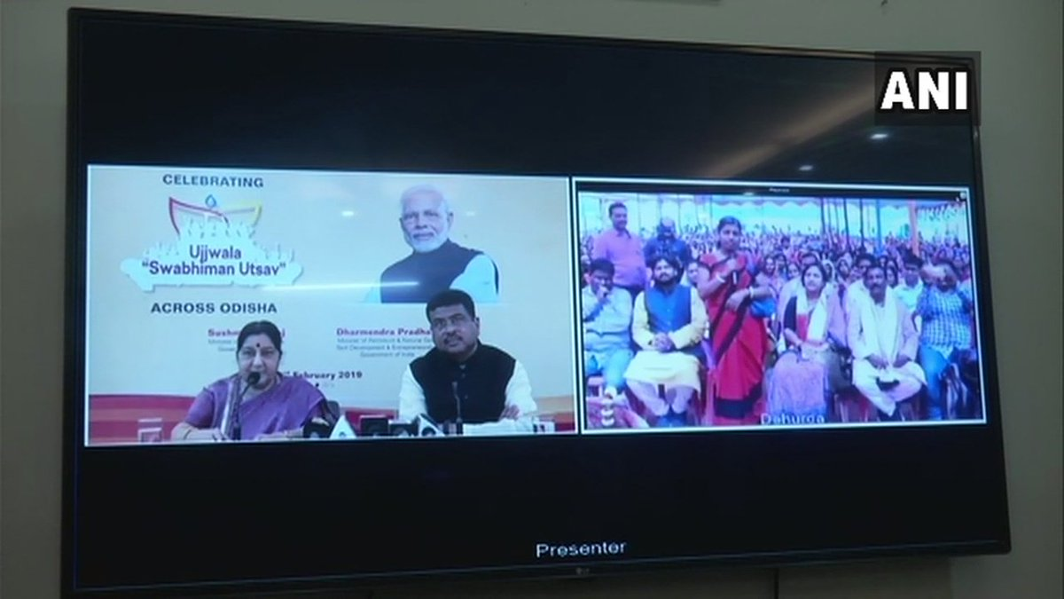 Delhi: External Affairs Minister Sushma Swaraj along with Union Minister Dharmendra Pradhan interacts with Pradhan Mantri Ujjwala Yojana beneficiaries, says, 'Ujjwala Yojana is not just about a gas cylinder but this scheme also empowers women.'