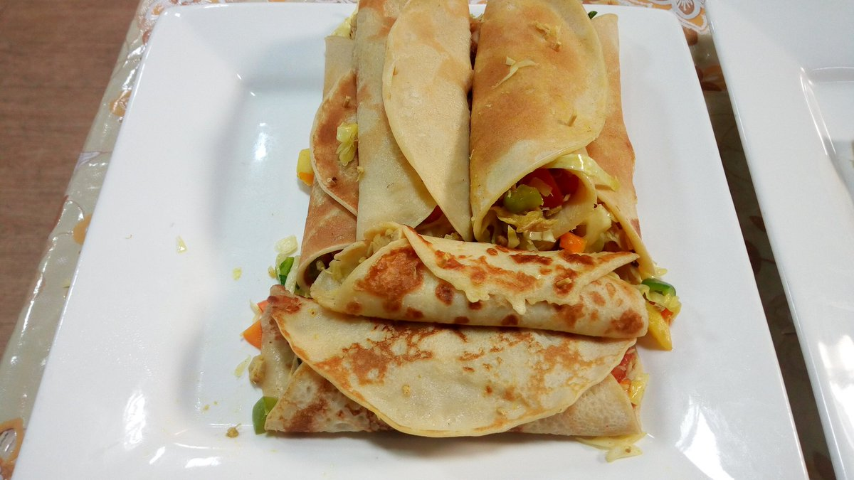 I made the pancake wraps again at the studio. It did not bake and it was on point. I added an extra ingredient which is 2 irish potatoes. Recipes of Eggless Red velvet coming up <br>http://pic.twitter.com/EfKSLuBGh7