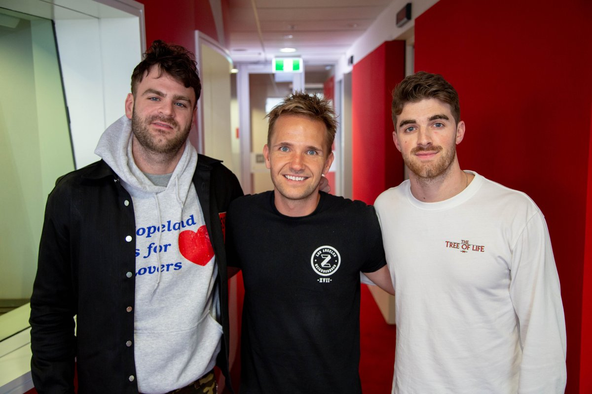 ON THE SHOW TONIGHT:  🎧 @TheChainsmokers are co-hosting the show and talking all about their new song and tour with @5SOS 💗 Final meet and greet tickets to @imjmichaels tour  Listen here:    https://t.co/3HSi70MyUV #SmallzysSurgery