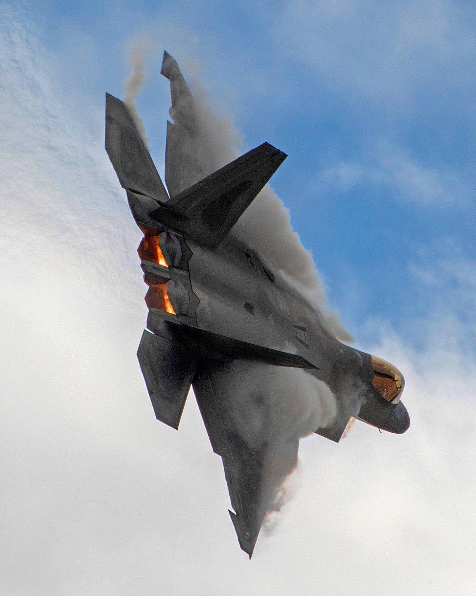 F-22 Raptor! . . . . . #F22 #Raptor #F22Raptor #AviationEnthusiast #Pilot #PilotLife #Aviation #Jet #FighterJet #Fighter #FifthGeneration #Stealth #Avionics #Advanced #MilitaryMachine