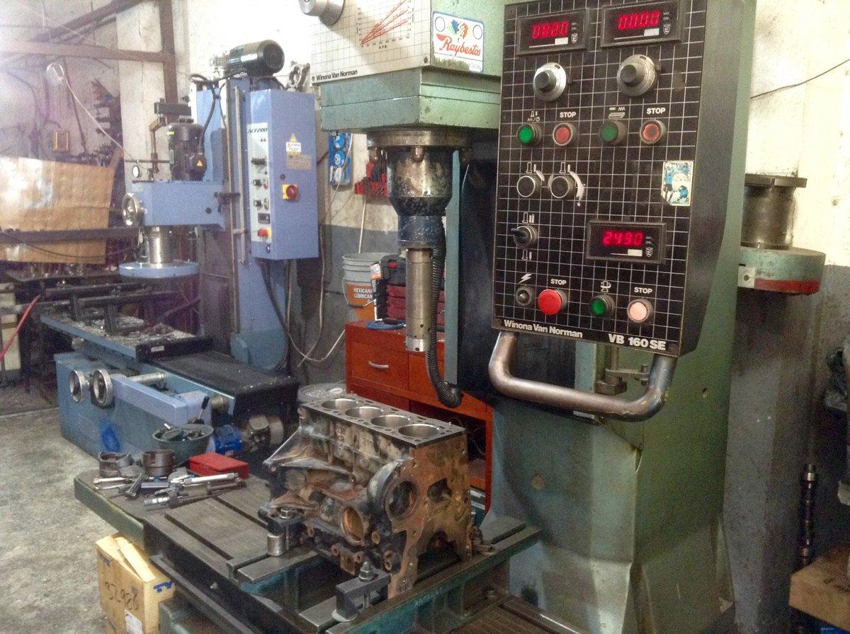 #SanValentin2019 #WinonaVanNorman @Volkswagen_MX VW Lupo 1.6 Lts. Cylinder boring machine. @ComecItalia @craftsman @VW_espic.twitter.com/SGZCsD76SP