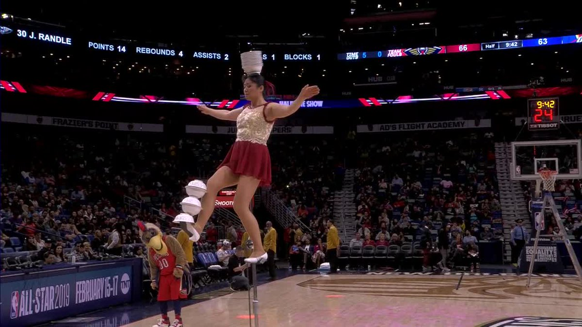 CAN'T. STOP. WATCHING. RED PANDA. 👀   #PelicansGameday   #doitBIG