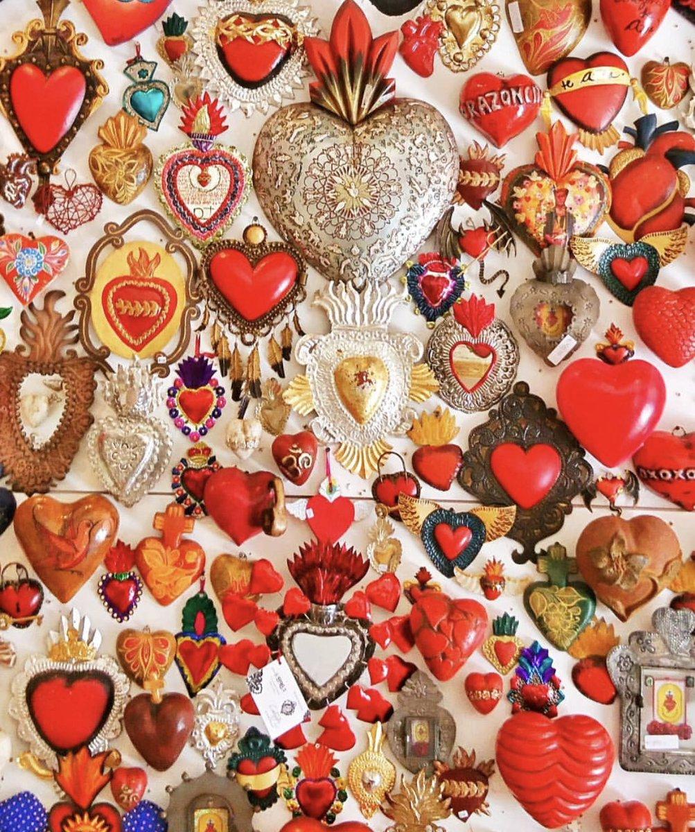 """""""La raíz de todas las pasiones es el amor. De él nace la tristeza, el gozo, la alegría y la desesperación. """" -Lope de Vega- Feliz #14defebrero a todos mis apreciados seguidores."""