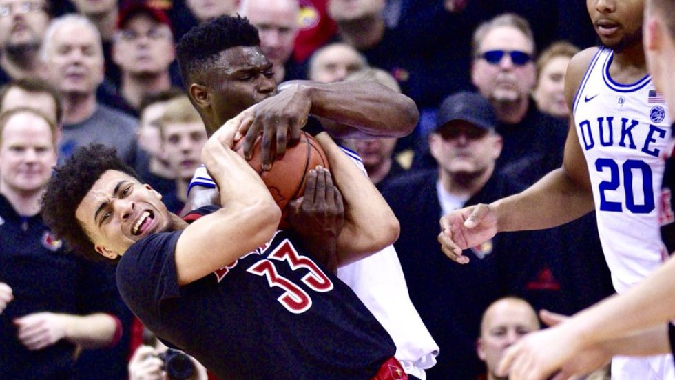 Bardown On Twitter Incredible Zoomed In Photo Shows Zion Williamson Denting A Basketball With His Fingers More Https T Co Ef9sazcun2 Https T Co Nkjmkhnlsi