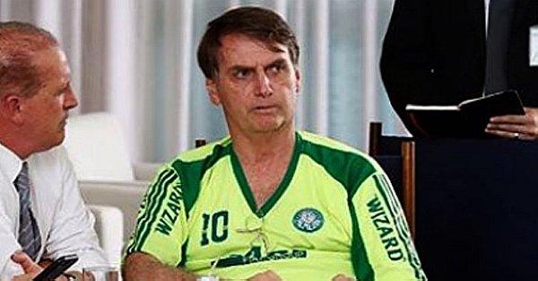 Bolsonaro participa de reunião em Brasília com camisa 'pirata' do Palmeiras; veja diferenças para a original https://t.co/wl2omlg7KC -via  @EstadaoEsporte