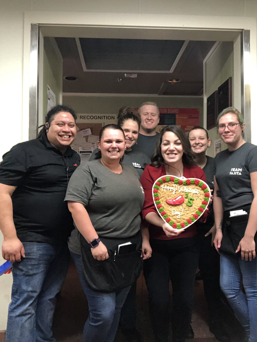 Making the team feel special at Cape Coralwalk @Chilis while we made #everyguestcount today! Happy Valentine's Day from us #teamcape Chiliheads!  Really feeling the #ChilisLove today! ❤️🌶💪🏻 #capestrong @tlpd3 @chilischuck @ChilisJobs #lovewhatyoudo