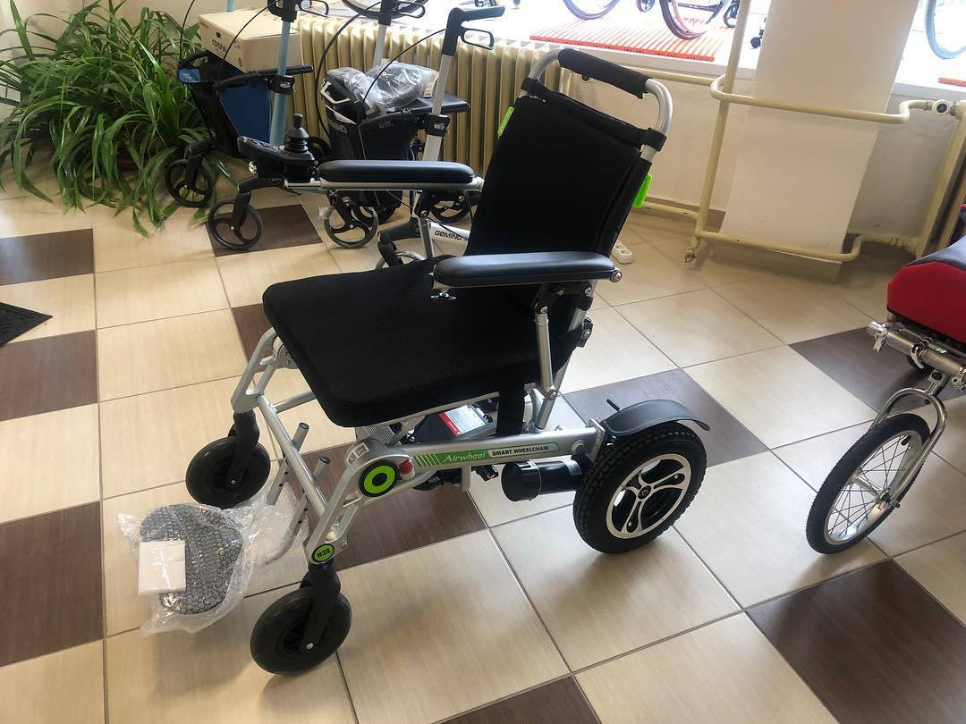 Airwheel H3S power chair is featured by automatic folding system and App remote control. #wheelchair #robot #airwheel #powerchair #design #chair #foldable #wheels #robotics #mobile #scooter #electric #folding #電動車いす #電動車椅子 #eléctrica #Carrozzina