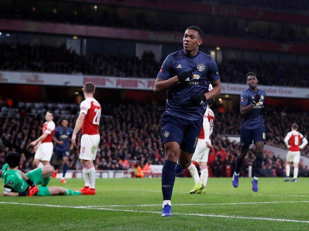 Arsenal - Man Utd: Sai lầm là tự sát