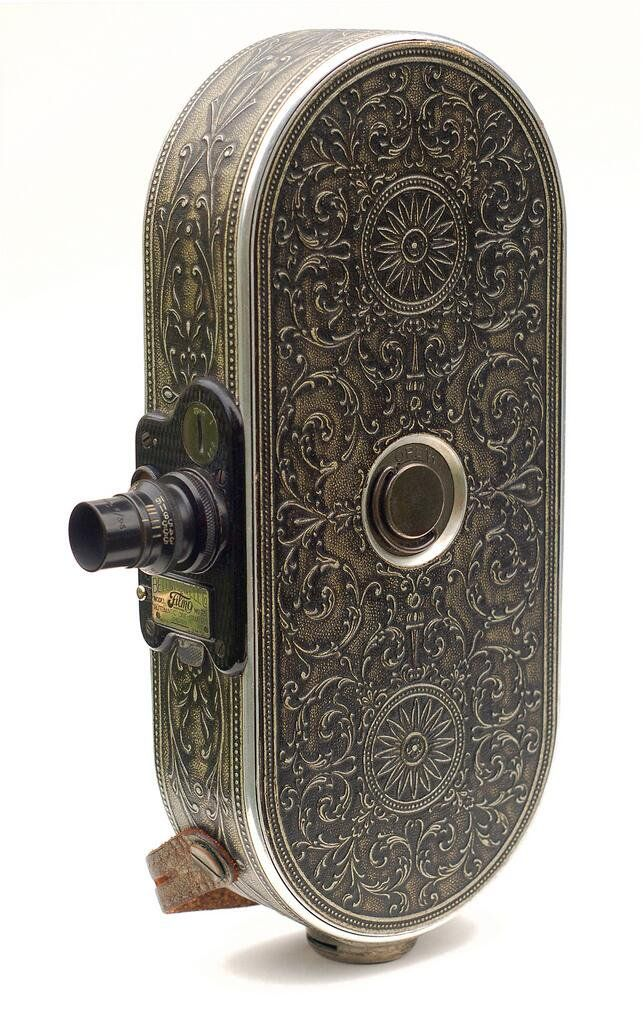 #Tech #History: wonderful #design for this 16mm movie camera (#Chicago, 1928)  https://t.co/gOYKbRd0xy via @flickr