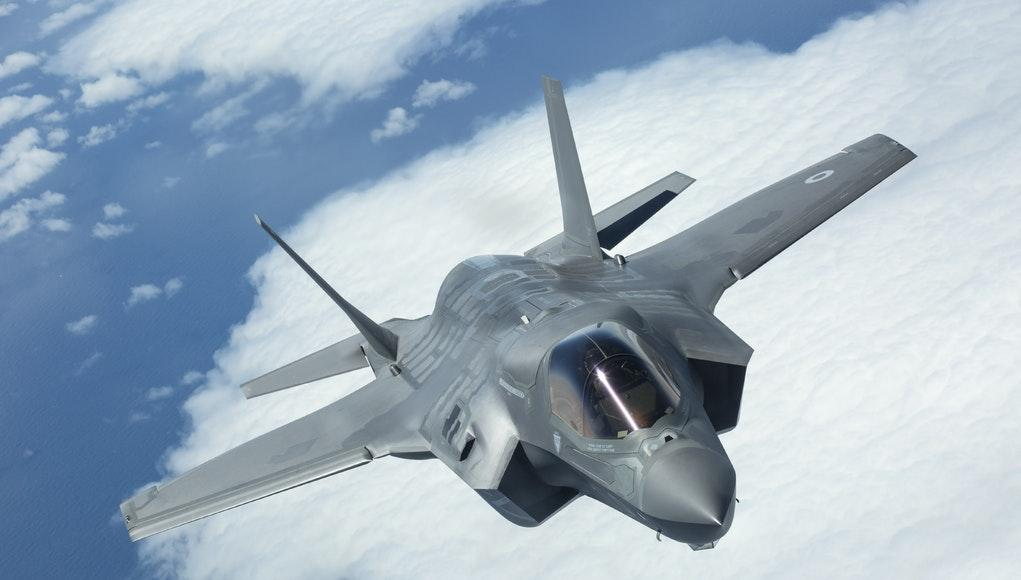 Earlier this week, the UK won a F-35 support contract worth £500m. The F-35 programme features a significant amount of British developed systems &amp; manufactured components - conservative estimates suggest 30% British content  https:// bit.ly/2aWfPRX  &nbsp;    #UKmfg #GBmfg<br>http://pic.twitter.com/ehQTEtirpa