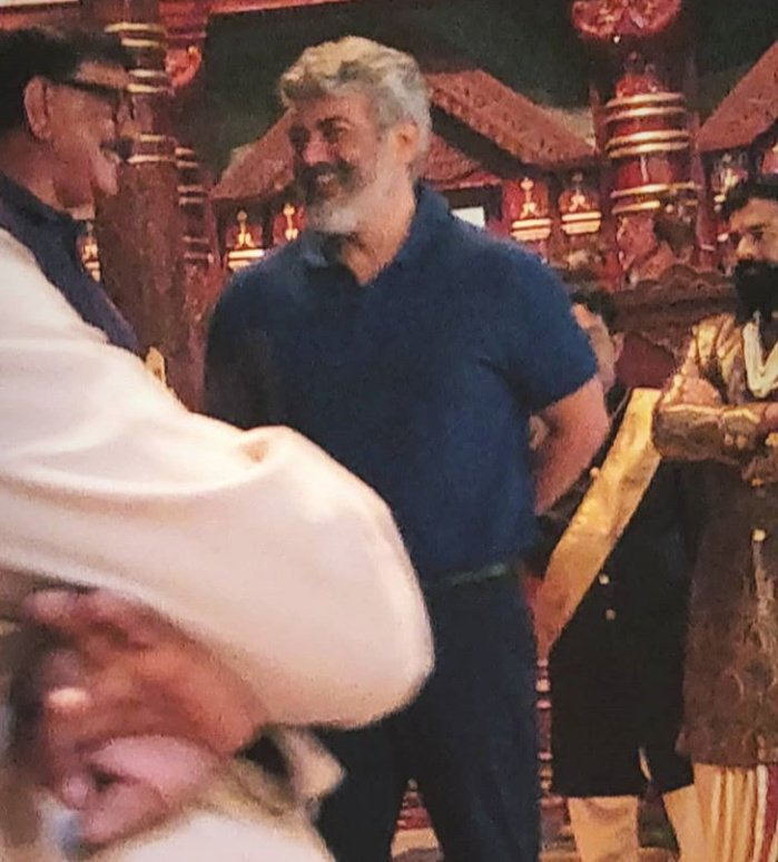 The tamil superstar #ThalaAjith from #Marakkar location.. meeting #Mohanlal & #Priyadarshan more pics soon..