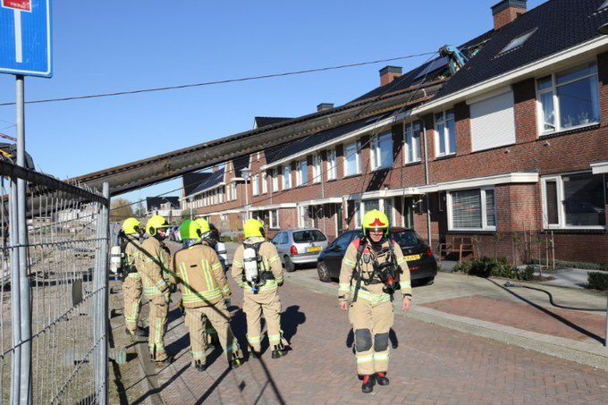 Heistelling valt door dak woning https://t.co/iwfqFHDNup https://t.co/rUsHe3uuSw