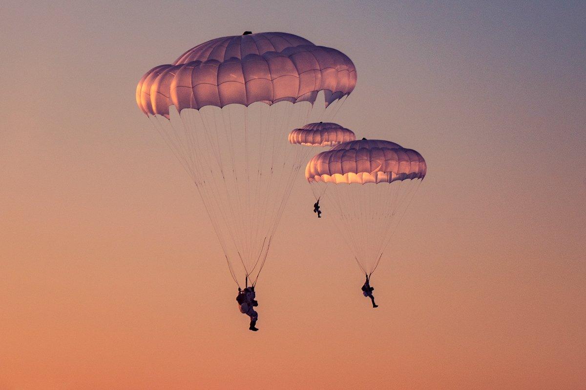 фото парашютистов вдв в небе лорка только
