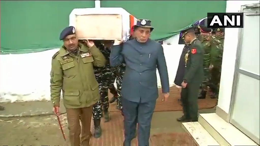 Budgam: Union Ministers Rajnath Singh and J&K DGP Dilbagh Singh lend a shoulder to mortal remains of a CRPF soldier.  #PulwamaAttack