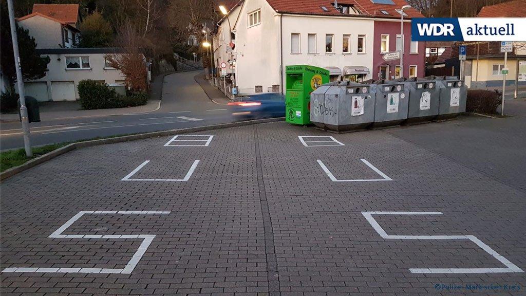 In Hemer im Sauerland wurde die Polizei am Donnerstag über angeblich verfassungsfeindliche Symbole auf einem Parkplatz informiert. Nach kurzer Inspektion konnten die Beamten Entwarnung geben: Da sei wohl 'über interpretiert' worden.