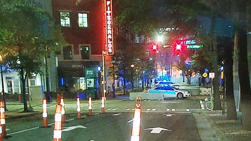 NBA ALL STAR WEEKEND: Brevard, Caldwell, East Trade &amp; 5th Streets around the Spectrum Center uptown are PEDESTRIAN FRIENDLY thru the weekend! #clttraffic #WCCB<br>http://pic.twitter.com/ZJ1Xx0wElO