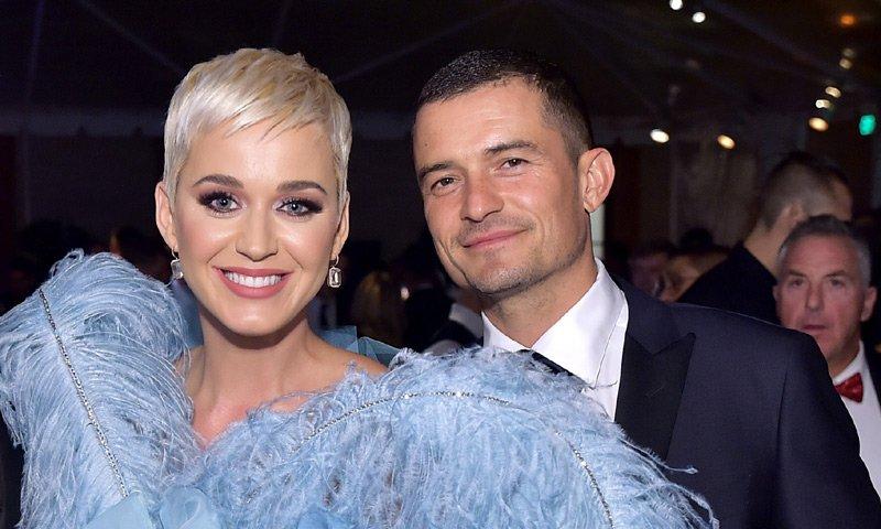 Katy Perry y Orlando Bloom anuncian su compromiso. ¡No te pierdas la foto del anillo! 💍 https://t.co/5cTAA1pI9q