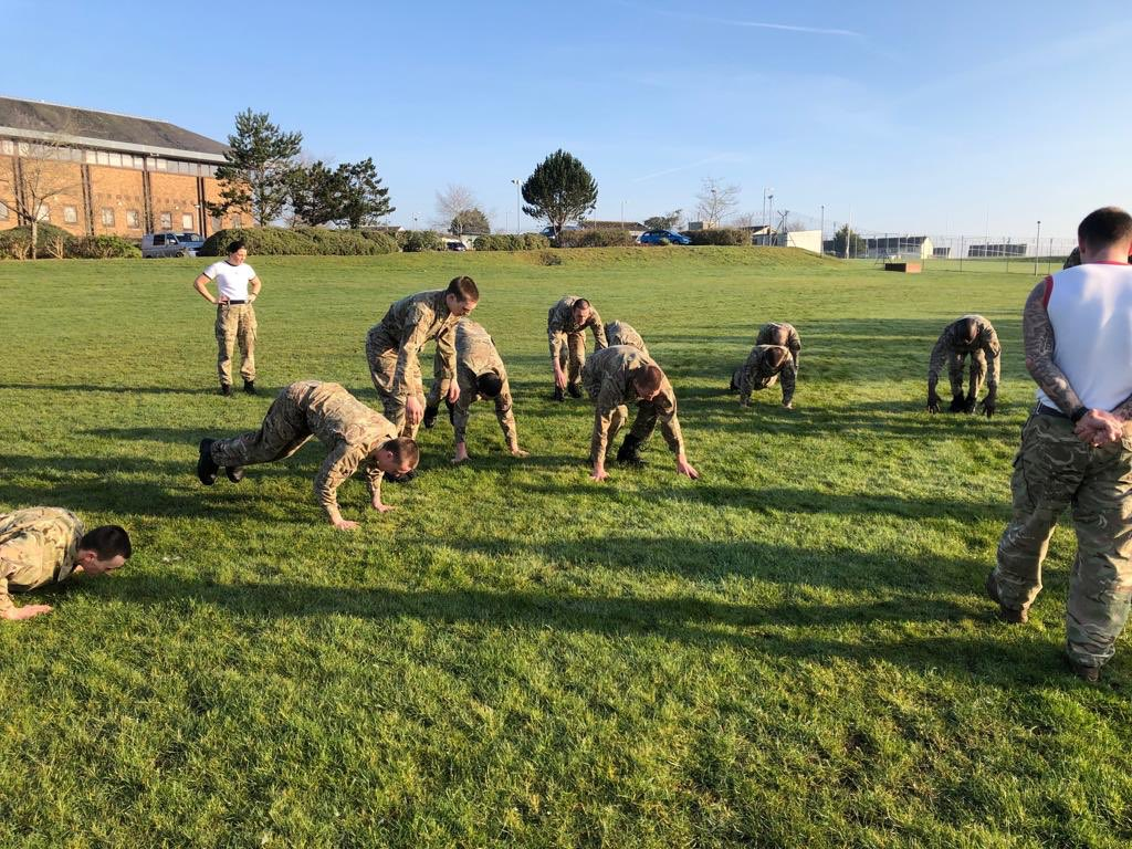 Maximum effort today from the #Gould29 Port class during the stretcher run and we have it on good authority that the the recruits did really, really well.  Week six almost complete 👏👏👏
