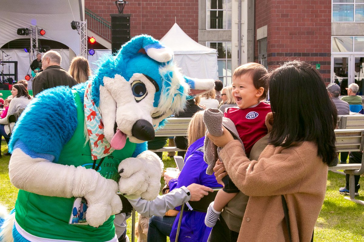 "My favorite ""fursuiting with kids"" photo I've ever taken: Adorable @Blusicurl brings pure joy to a curious young man!  While I love performing, it's just as much a thrill to be behind the lens and capture these precious &amp; magical moments  #FursuitFriday<br>http://pic.twitter.com/crWgfgQRmm"